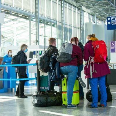 Passagerar på Helsingfors-Vanda flygplats.