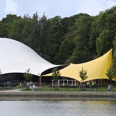Helsingin Juhlaviikkojen Huvila-teltta.