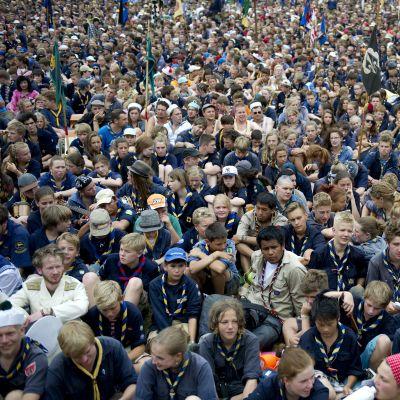 Tusentals scouter på samma bild, från scoutläger i Tyskland 2013.