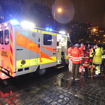 Ambulans i Budapest efter båtolycka.