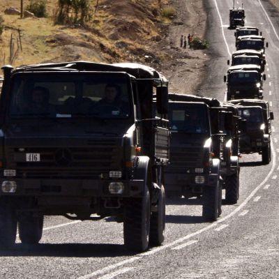 Turkisk militärkonvoj på väg mot PKK-fästen.