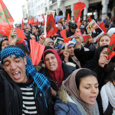 Marokkolaiset kokoontuivat suurmielenosoitukseen pääkaupunkiin Rabatiin 13.3. 2016.