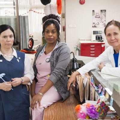 Komediasarja Naistenosastolla Amerikassa seuraa geriatrisen osaston henkilökunnan ja potilaiden elämää.