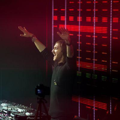David Guetta esiintymässä Amsterdamissa vuonna 2011.
