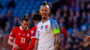 Marek Hamšík med tungan vid mungipan.