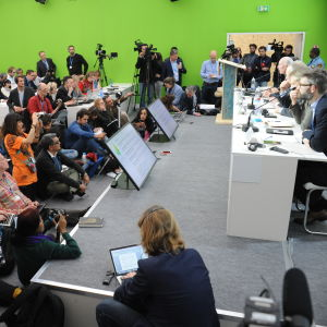 Tutkijoiden pressitilaisuus Pariisin ilmastoneuvotteluissa.