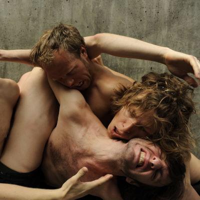 jo strømgren kompani från norge: a dance tribute to the art of football. alexandersteatern 2015.,
