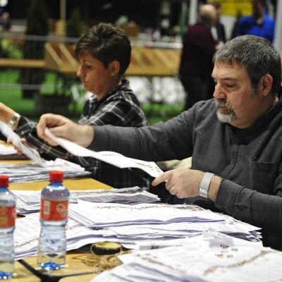 Rösträkning efter parlamentsvalet i Irland den 26 februari 2016.