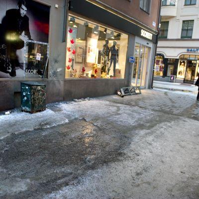 Bryggaregatans och Drottninggatans hörn i Stockhom  12.12.2010 dagen efter en bombexplosion.