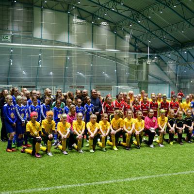 Några av lagen som deltar i årets Winter Cup i Botniahallen.