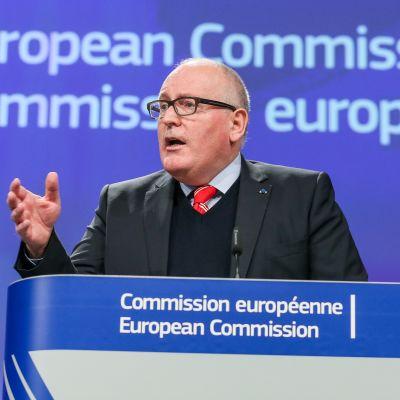 EU-kommissionens viceordförande Frans Timmermans kungjorde beslutet efter kommissionens möte i Bryssel