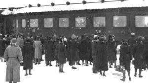Barn evakueras med tåg 1939