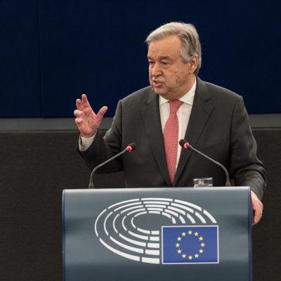 FN:s generalsekreterare Antonio Guterres hoppas att USA håller fast vid Parisavtalet och sina utlovade bidrag till FN