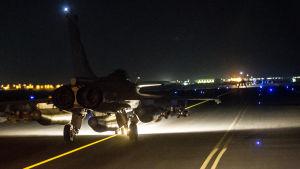 Frankrike har bombar IS-fästen i Raqqa