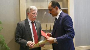 USA:s nationella säkerhetsrådgivare John Bolton träffade turkiska kollegan Ibrahim Kalin i Ankara.