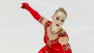 Konståkaren Viveca Lindfors i sitt tävlingsprogram.