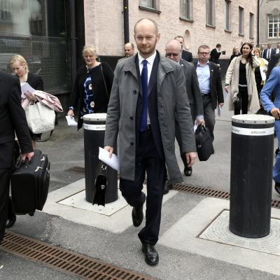 Kaj Turunen, Pirkko Mattila, Kari Kulmala, Sampo Terho, Jari Lindström, Jussi Niinistö, Kimmo Kivelä, Tiina Elovaara, Kike Elomaa hör till dem som tagit sig ut ur den sannfinländska gruppen.
