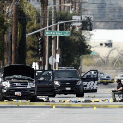 Gärningsmännens sönderskjutna flyktbil efter masskjutningen i San Bernardino i Kalifornien.