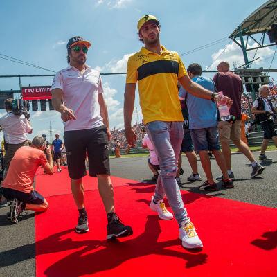 Fernando Alonso stiger åt sidan och ger plats åt landsmannen Carlos Sainz.