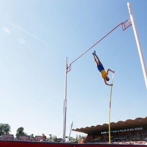 Armand Duplantis hoppar stav i Tammerfors.
