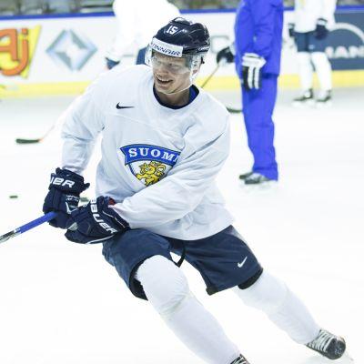 Miro Aaltonen på ishockeyträning.