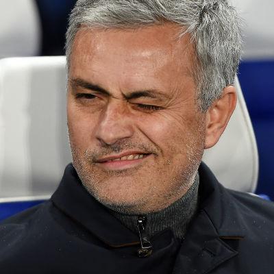 Jose Mourinho grimaserar.