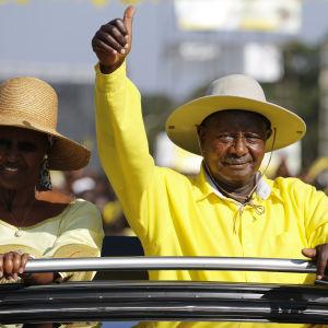 Den 71-årige Yoweri Museveni med sin fru Janet Museveni under valkampanjen. Museveni valdes för sin femte ämbetsperiod med 60 procent av rösterna
