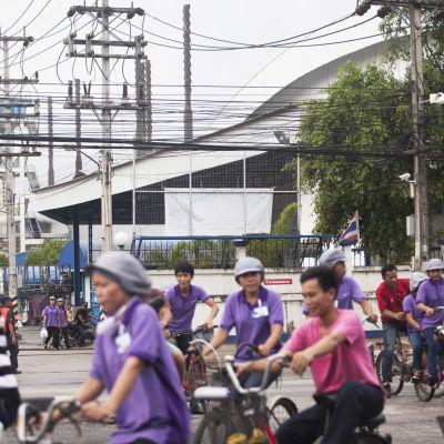 Arbetare vid den thailändska fabriken Siam Sempermed.
