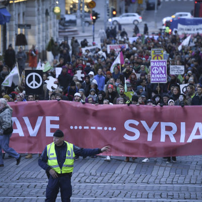 Fredsmarsch för Syrien i Helsingfors 24.10.2016.