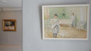 """""""Ingrid och Ellen dukar sommarbordet"""" heter den här akvarellmålningen från 1901"""