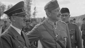 Adolf Hitlerin vierailu marsalkka Mannerheimin 75-vuotissyntymäpäivillä.