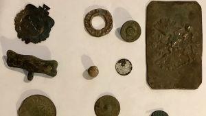 Några av de fynd Roger Ehrström gjort med metalldetektor.