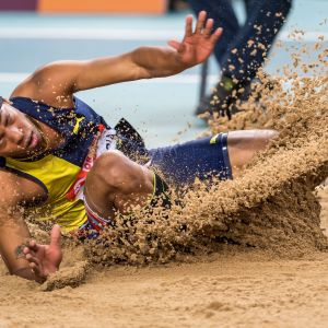 Juan Miguel Echevarria hoppar längd.