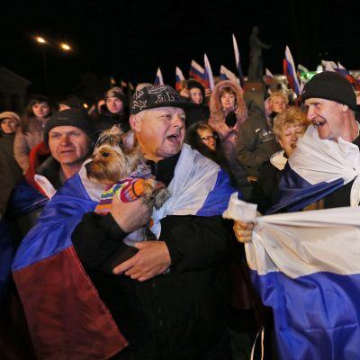 Männisor i Simferopol firar resultatet i folkomröstningen på Krim