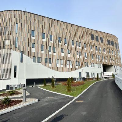 Suuri psykiatrian uudisrakennus Seinäjoen sairaalanmäellä