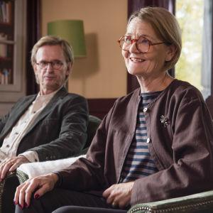 Johan Ulveson som Jan och Ann Petrén som Ylva i dramaserien Bonusfamiljen.
