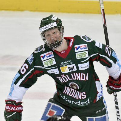 Rasmus Dahlin spelar ishockey i Frölunda i SHL.