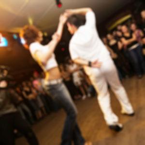 Dansande par.