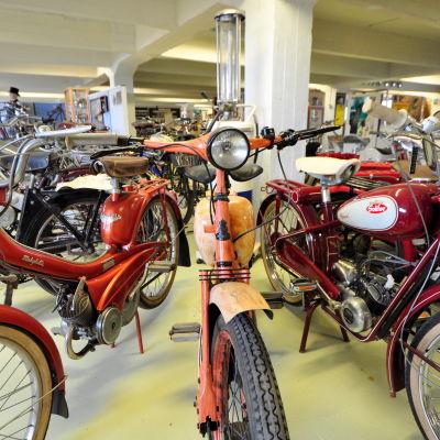 Klassiska mopeder.