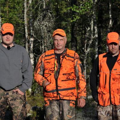 Eränkävijät-sarjassa seurataan muun muassa Ari ja Tuomo Turusen seikkailuja karhumetsällä.