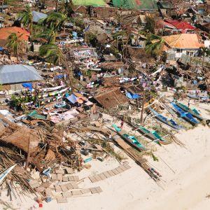 Byggnader förstördes också i Baladian i provinsen Iloilo
