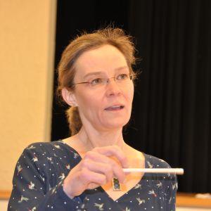 Anna Schultz är lektor i musik och musiklärare vid Åshöjdens grundskola i Helsingfors.