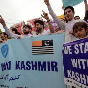 Studenter i Pakistan visar sitt stöd för Kashmir