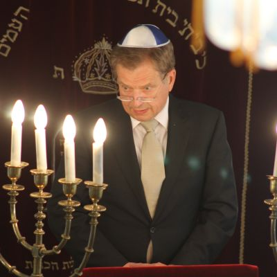 President Niinistö i synagogan