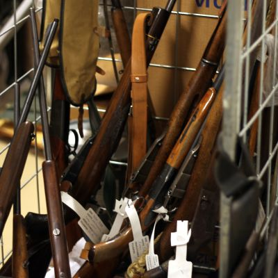 De är mest gamla militärgevär som lämnats in till polisen i Egentliga Finland.
