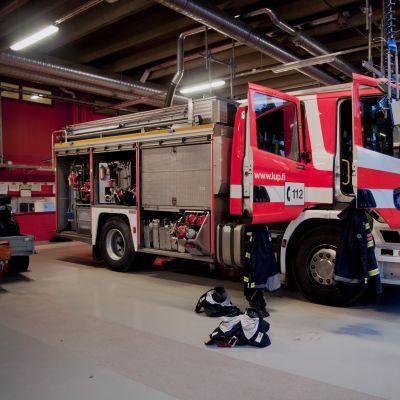 brandbil redo för utryckning