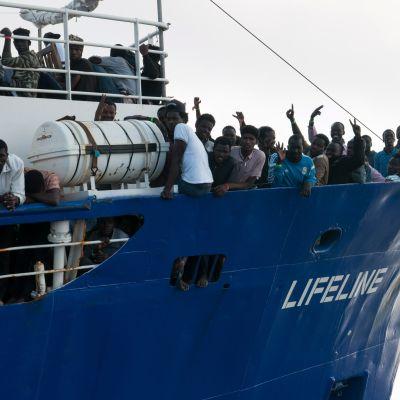 Sjöräddningsfartyget Lifeline räddade flyktingar den 21 juni 2018.