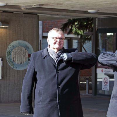 Koronatervehdys Op:n Mika Helin ja sairaanhoitopiirin johtaja Seppo Ranta