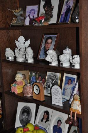 Eivor Sunds bokhylla med fotografier