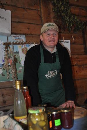 Ireneusz Mazurek säljer på lördagarna sina ekologiska produkter i ekostugan.